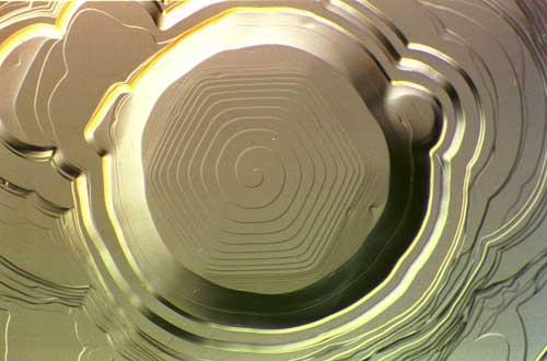Flujo sin fricción de átomos en helio sólido (helio supersólido). (C) Gunter Wagner http://www.ikz-berlin.de/