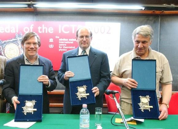 Dibujo20130325 Alan Guth - Paul Steinhardt - Andrei Linde - Dirac medal 2002